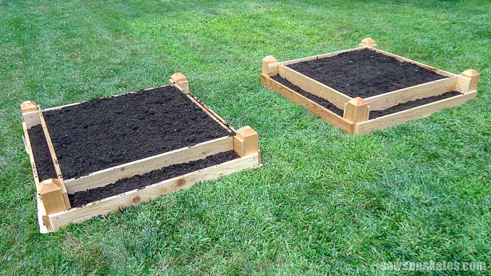 Build a do it yourself tiered garden bed with these free plans! Fill the wood box with soil then plant with tomatoes, salad greens, herbs and more.