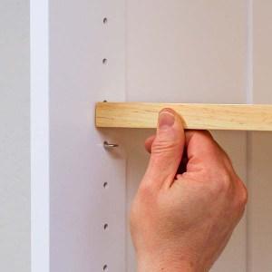 Installing an adjustable shelf on a shelf pin