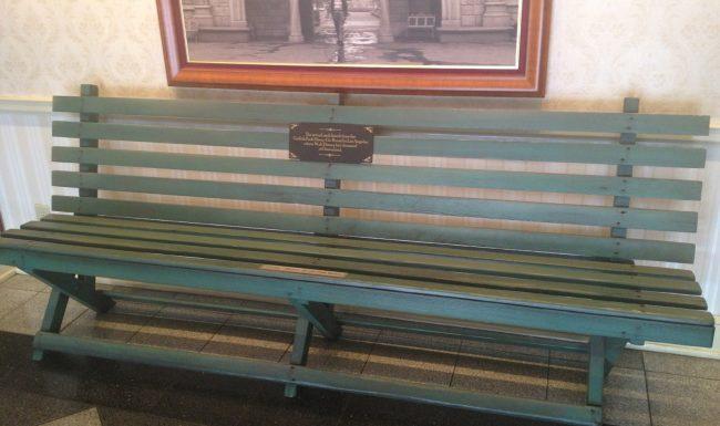 d land bench