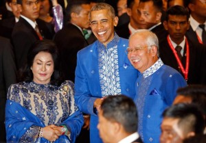 U.S. President Barack Obama, center, poses for photographers with Malaysian Prime Minister Najib Razak, right, and Najib's wife Rosmah Mansor as he arrives for the Gala Dinner at the Association of Southeast Asian Nations (ASEAN) summit in Kuala Lumpur, Malaysia, Saturday, Nov. 21, 2015. (AP Photo/Lai Seng Sin)
