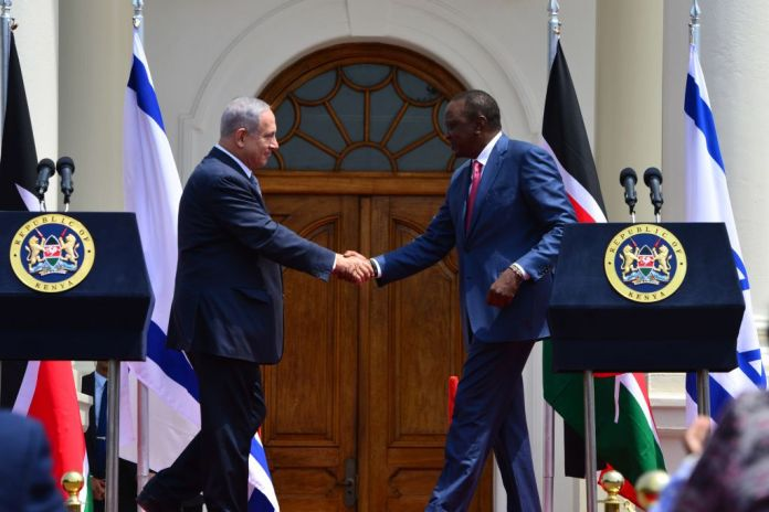 Prime Minister Benjamin Netanyahu meets Kenyan President Uhuru Kenyatta, in Nairobi, Kenya, on July 5, 2016. (Kobi Gideon/GPO)