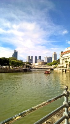 very nice view on the way towards the Merlion Park