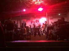Live music in la Claqueta, one of the bars that is open air, a perfect location to dance the night awa!