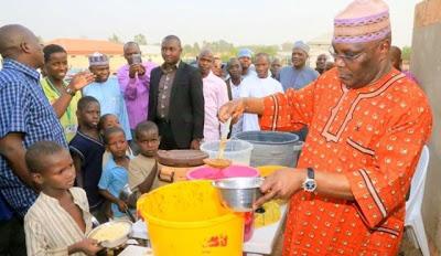 atiku shares food items at idp camp