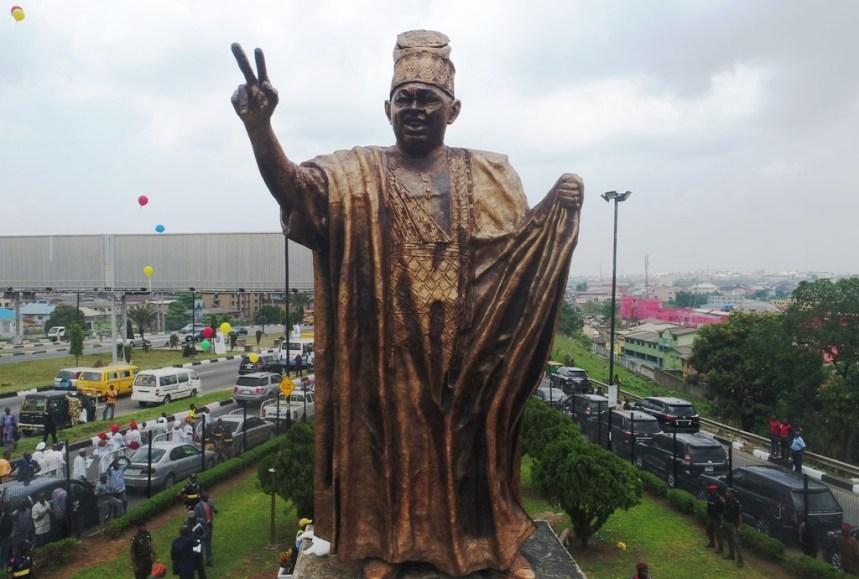 Nigerians Express Gratitude As Gov. Ambode Unveil Giant Statue of Abiola in Lagos