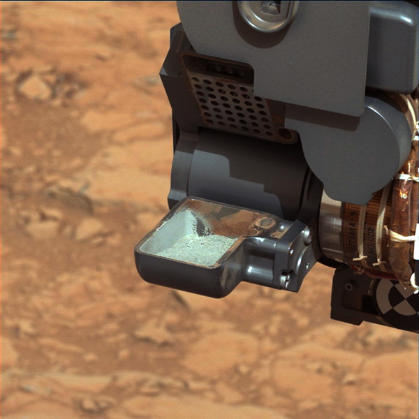 First Curiosity Drilling Sample in the Scoop (Credit: NASA/JPL-Caltech/MSSS)