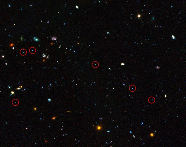 GOODS field containing distant dwarf galaxies forming stars at an incredible rate (annotated) (Credit:  NASA, ESA, the GOODS Team and M. Giavalisco (STScI/University of Massachusetts))