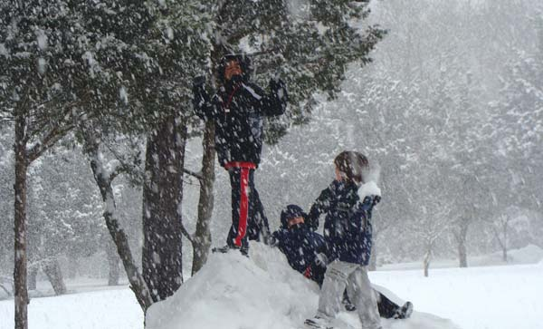 Children playing in snow (Credit: USFWS)