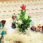 男の箱庭シリーズvol.8|作ったぞ、ゴールドクレストのクリスマスツリー! でも、家と人間の比率が変? ここは「ガリバー王国のXmas」ですから…【oyageeの植物観察日記】