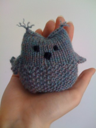 Seamus the Owl pattern by Mamma4earth. Pattern available here: http://www.naturalsuburbia.com/2012/07/owl-knitting-pattern-and-tutorial.html