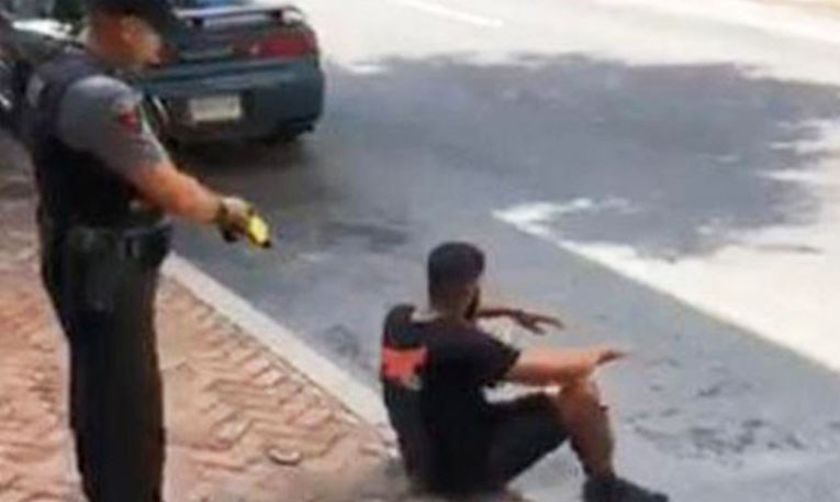 Police Officer Who Used Stun Gun on  Black  Man  While  He  Was Already Sitting Won't be Fired