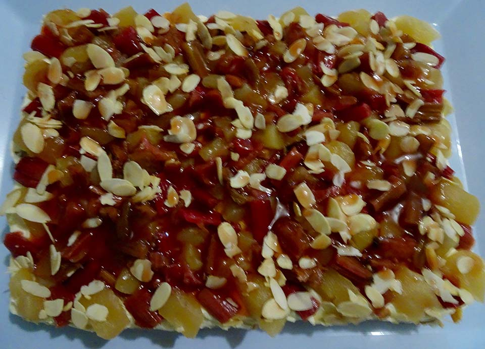Gateau of rhubarb, apples and almonds - 1