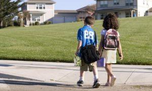 В школу за ручку! Готов ли ребёнок ходить один?