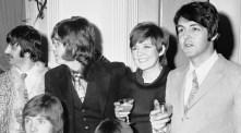 orgies Cilla Black, The Beatles, John Lennon, Paul McCartney, Ringo Starr and Brenda Le urface
