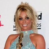 ritney-spears-wants-to-duet-with-selena-gomez-well-buh-for-the-talent-to-work