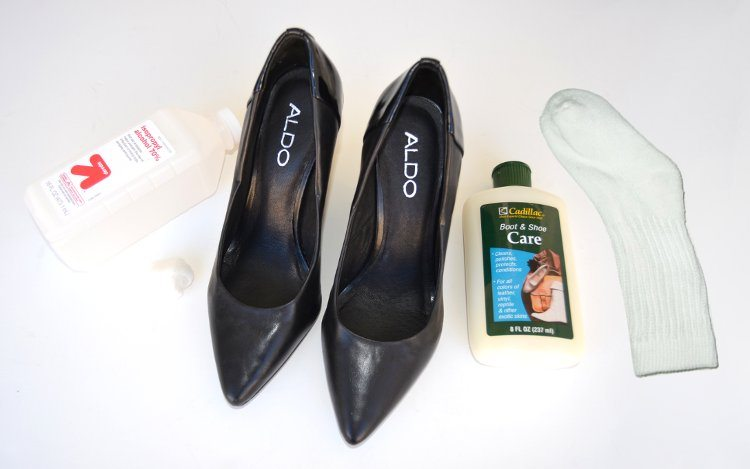 how-to-stretch-tight-shoes-toe