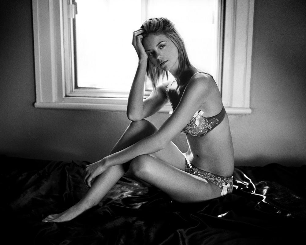 Photographie noir et blanc de lingerie par Stéphane Bourriaux à Montréal