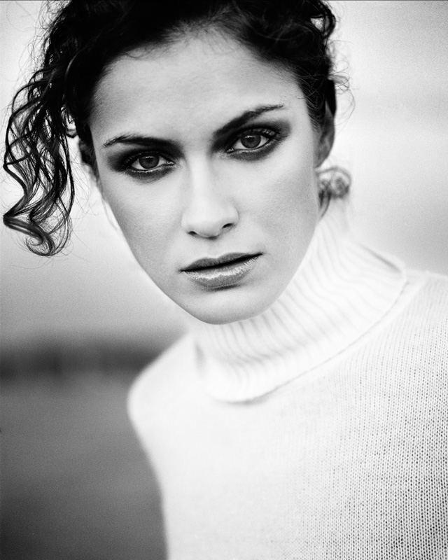 Portrait en noir et blanc avec maquillage charbonneux par Stéphane Bourriaux