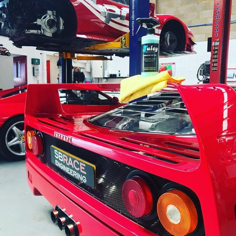 It's a bit hot for cleaning cars today! Big shout to @juicydetailsuk for the new products! #ferrari #ferrarif40 #f40 #jucydetails #355 #488challenge #sbraceengineering #sbr #cleaning #details #red #supercar #howweroll