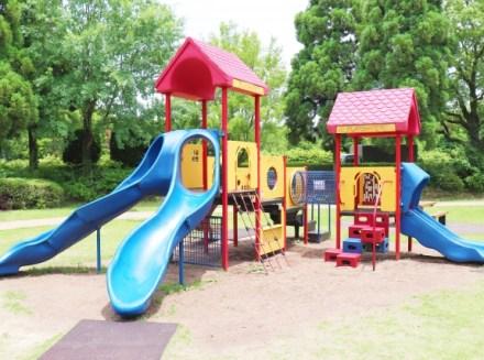 公園の複合遊具