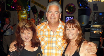 Julie Murray and Lisa Levis, organizers of the fundraiser at Katx Lounge, with Sheriff James Pohlmann.