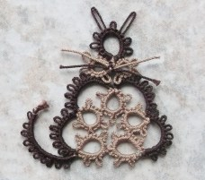 Challenge Accepted - Reader Submission for Weekly Challenge #5 - Tatted by Marie McCurry. This cat was done in Lizbeth, size 20, mocha brown med and dk. Check out her blog: http://westpinecreations.blogspot.com/