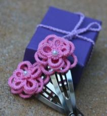 Small 3D Flower Hairclips with Jessica Spaulding Make 3D flowers using a single shuttle for these adorable hairclips.