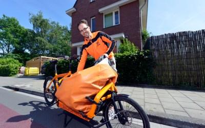 Enschedese isolateur verruilde auto voor knaloranje vrachtfiets