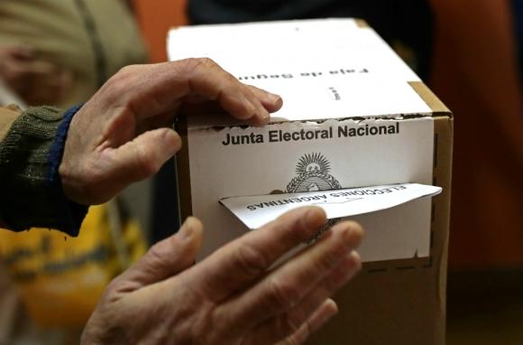 Argentinos votaron este domingo en las elecciones primarias (PASO). Foto: AFP