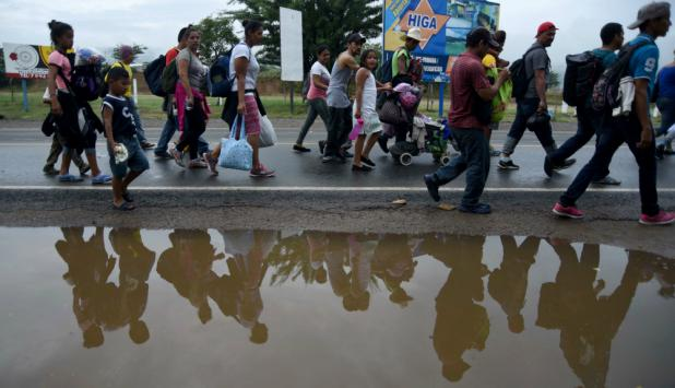 Migrantes hondureños que se dirigen a los Estados Unidos. Foto: AFP