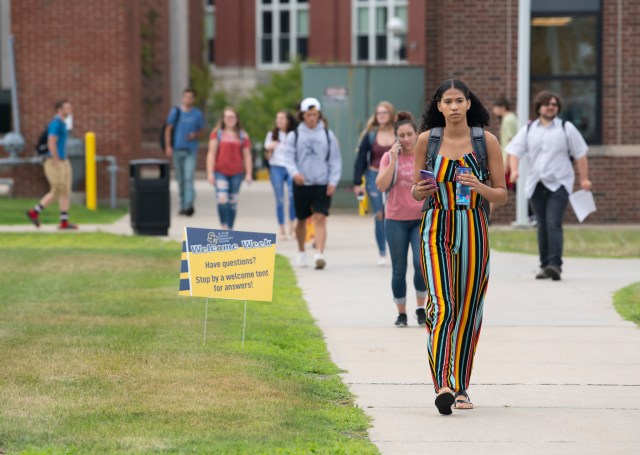 SC4 students walk along the sidewalk between the library and the Fine Arts Building on the first day of school.