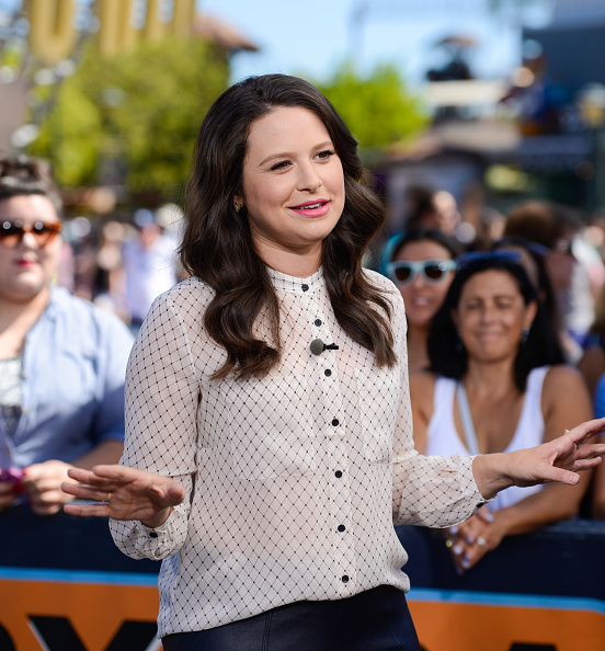 """Katie Lowes On """"Extra"""""""
