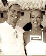 Yanis Varoufakis y Danae Stratοu