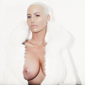 Amber Rose showing only one boob