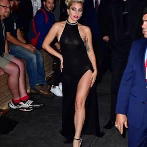 Lady Gaga Showing Her Leg