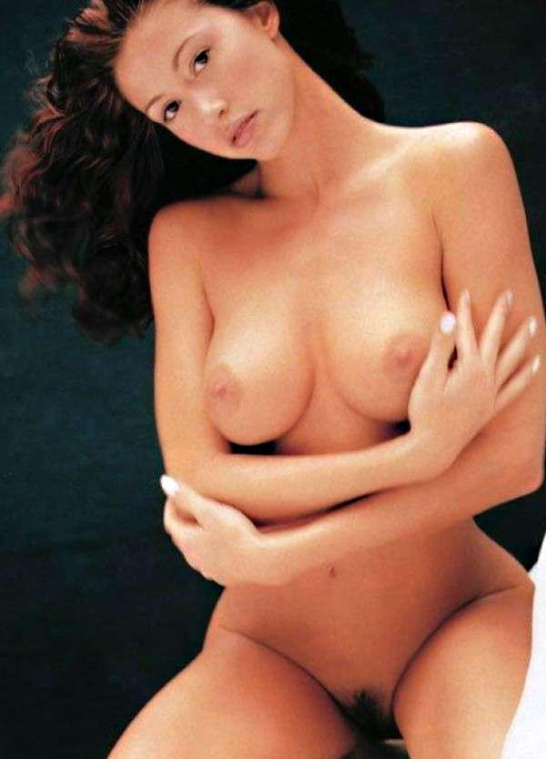 05-Shannon-Elizabeth-Nude