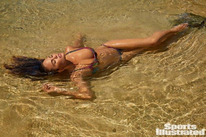 Chrissy Teigen Nude & Topless ULTIMATE Collection 35