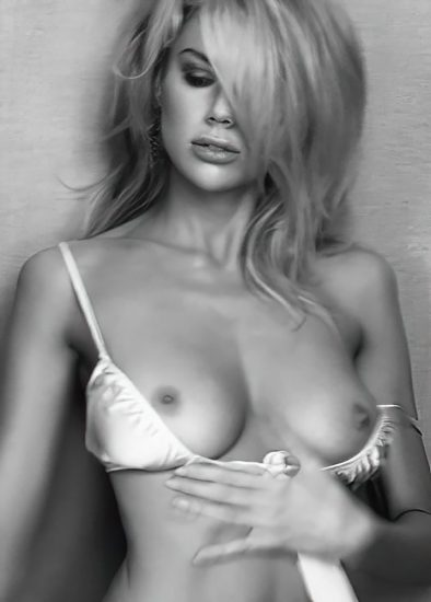 Charlotte McKinney Nude & Topless Pics And LEAKED Porn Video 5