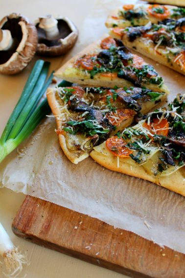 Pizza with ramsons, potatoes and portobello | Scandilicious Kitchen