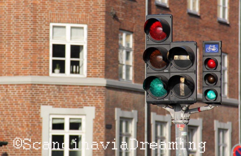 Feux de croisement pour voitures et vélos, à Copenhague.