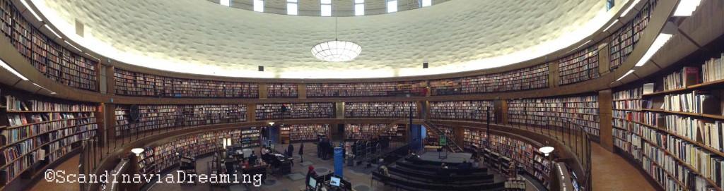 La tour circulaire de la bibliothèque de Stockholm. Une partie y est consacrée à la littérature française !
