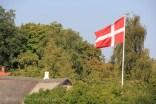 Dannebrog flottant dans la campagne danoise