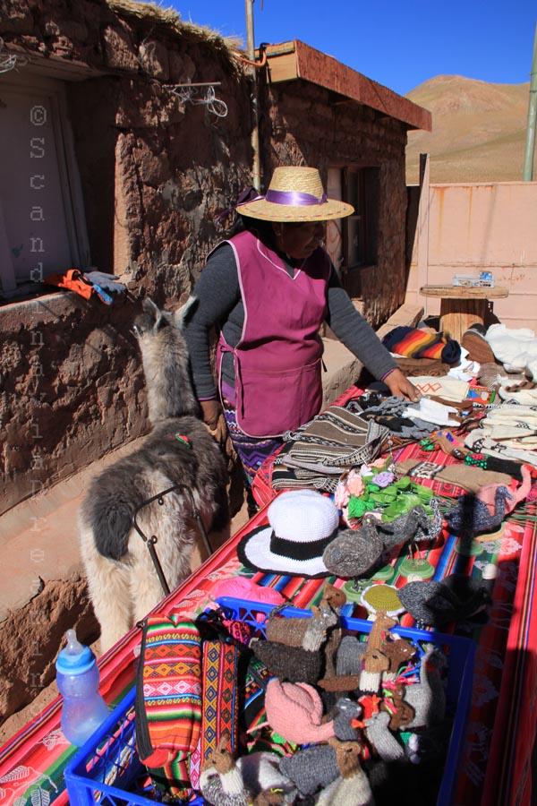 Boutique de souvenirs dans un village à touristes