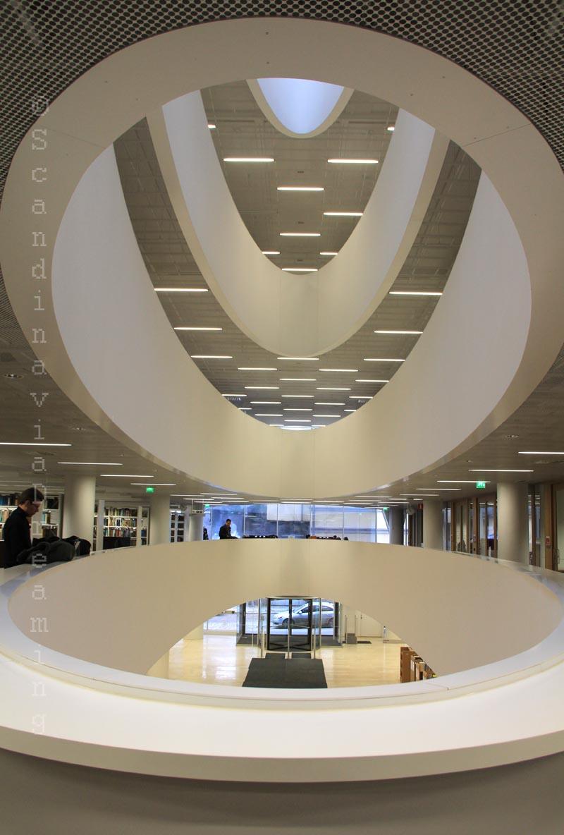 Bibliothèque universitaire d'Helsinki, puits de lumière2