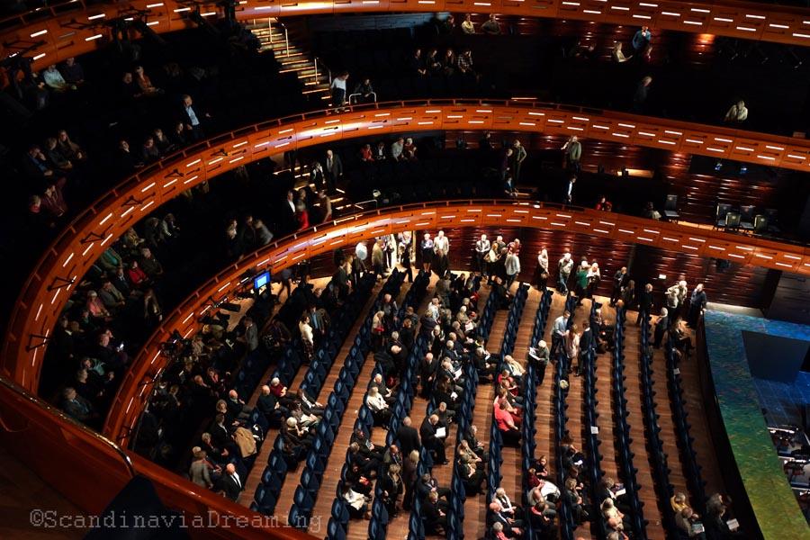 Dans la salle d'opéra