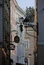 Effet de lumière sur les façades des maisons de Salzbourg