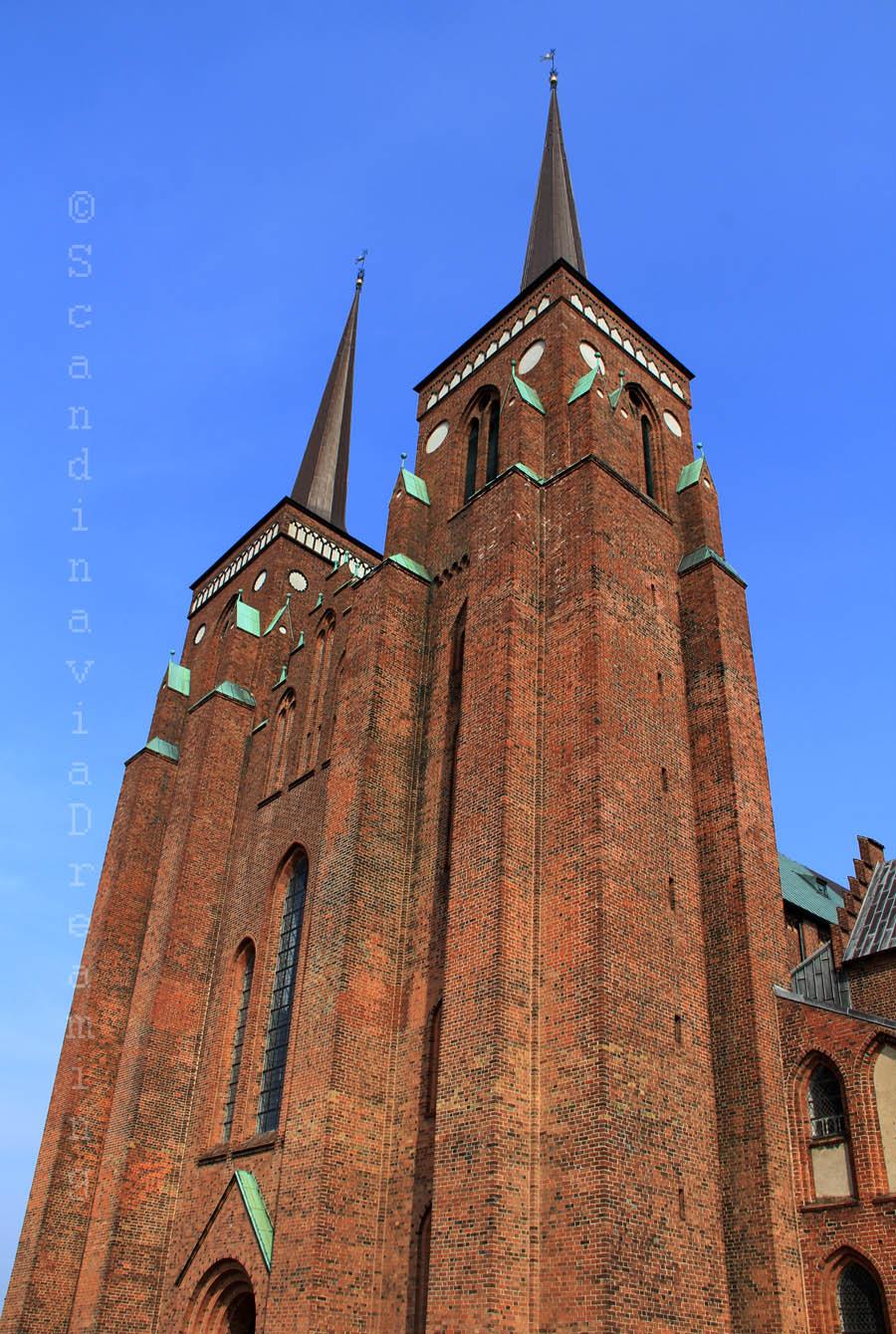 Façade et tours de la cathédrale de Roskilde