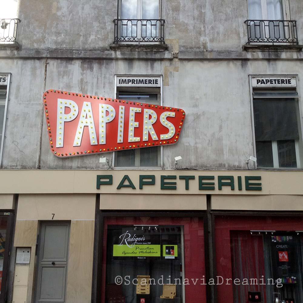 Papiers néon