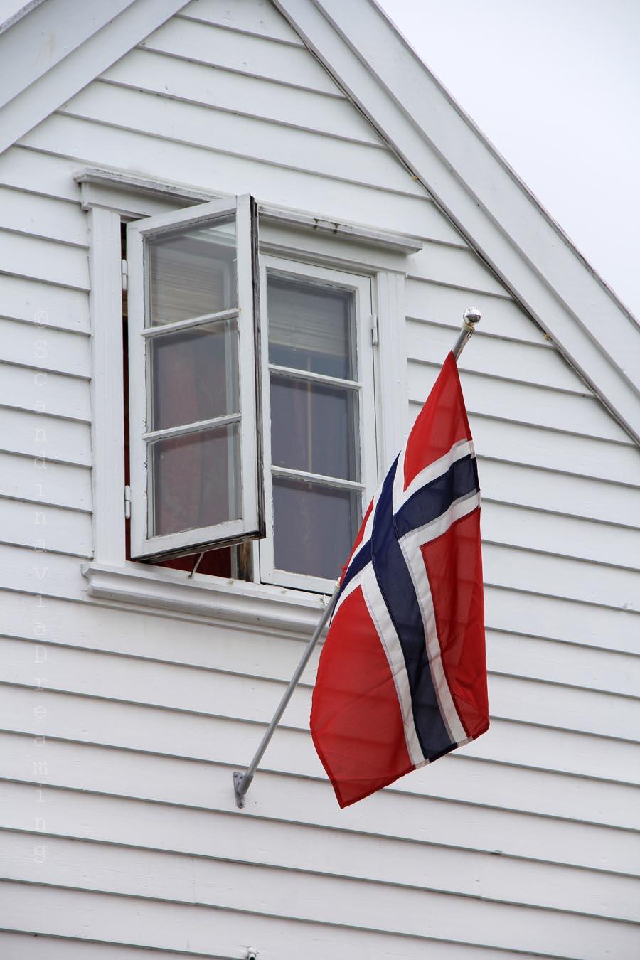 Drapeau norvégien sur une maison de Stavanger