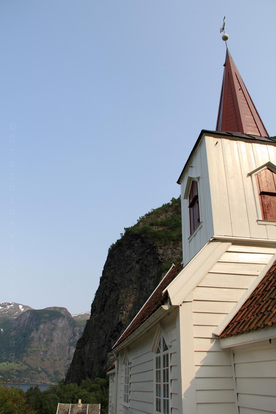 Eglise d'Undredal et le fjord